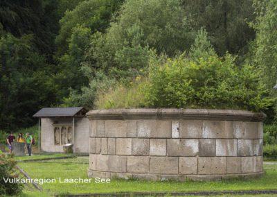Tumulus und Römisches Stelengrabmal